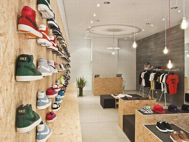 trang trí cửa hàng giày dép